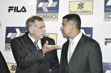 Ney Pereira (à dir.) e seu auxiliar, Manoel Tobias (à esq.), haviam chegado à seleção no início do ano passado (Foto: Viviane Sobral/CBFS)