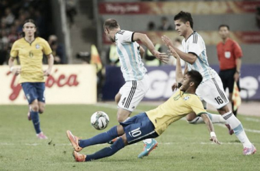 Zabaleta y Lamela luchan con Neymar. Foto: EFE