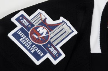 Parche conmemorativo en el nuevo jersey de los Islanders | Foto: CBS.com