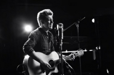 "Niall Horan durante el video oficial de ""This Town"" / VEVO"