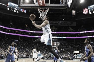 Charlotte Hornets doblegó con facilidad la defensa de Orlando Magic. Foto: gentileza de UnivisiónDeportes