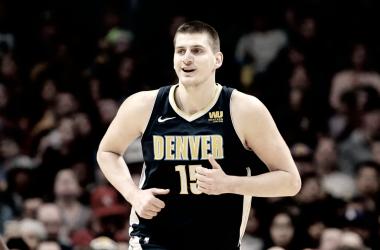 Denver Nuggets renueva a Jokic