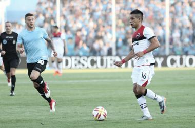 Figueroa (NOB) controlando ante Denis Rodríguez (BEL) en el empate en 0. Foto: Prensa CANOB.
