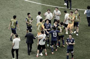 Los nipones celebran el pase a octavos después de conocer el desenlace del Senegal - Colombia. Foto: FIFA.com