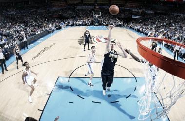 Nikola Jokic, 23 punti e 16 rimbalzi a Oklahoma City. Fonte: NBA/Twitter