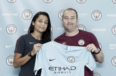 Nadia Nadim poses with Nick Cushing after completing her contract signing | Source: Tom Flathers-Mancity.com