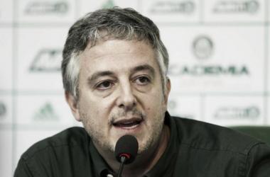Paulo Nobre evita polêmica e afirma que só renova com Valdivia por contrato de produtividade