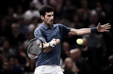 Novak Djokovic durante su encuentro frente a Roger Federer en París-Bercy. Foto: zimbio.com