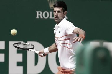 Novak Djokovic en acción durante el Masters 1000 de Montecarlo. Foto: gettyimages.es
