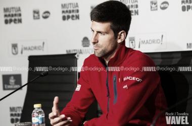 Novak Djokovic durante una rueda de prenda en el MMO. Foto: Rodrigo Jiménez Torrellas - VAVEL