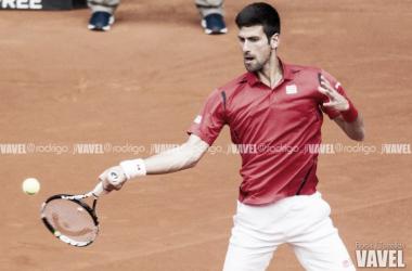 Djokovic golpea una pelota en el MMO. Foto: Rodrigo Jiménez Torrellas- VAVEL