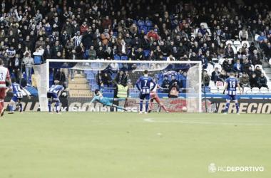 El Deportivo hace aguas ante un Granada aliviado