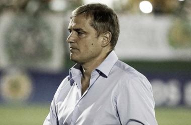Diego Aguirre se retiraba cabizbajo tras perder la clasificación en Chapecó. Foto: Mundo Azulgrana