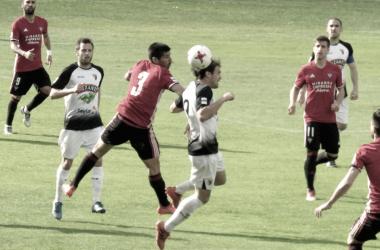 Disputa del cuero entre los dos equipos (fuente CD Tudelano)