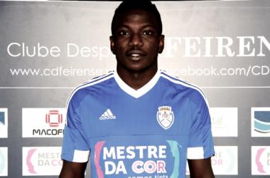 Etebo en su presentación con el Feirense / Foto: Clube Desportivo Feirense