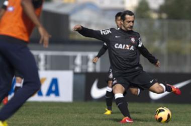 Douglas, ex-Corinthians, é o novo reforço do Vasco