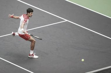Djokovic voleando durante el partido ante Anderson. Foto: GettyImages