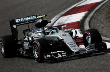 Mercedes na pole e no fundo do grid do GP da China. (Foto: Mercedes AMG F1)