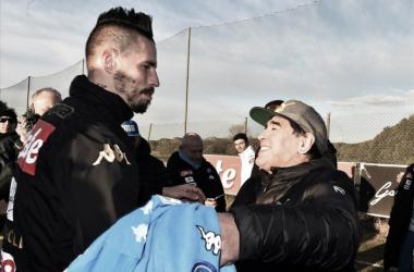 """Maior ídolo do Napoli, Maradona enaltece Hamsík e crava: """"Vai bater meu recorde de gols"""""""