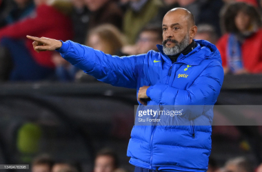 Nuno Espirito Santo tries to organise from the touchline: Stu Forster/GettyImages