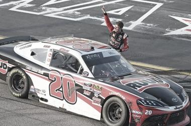 Festejo de Christopher Bell (Foto: NASCAR Website
