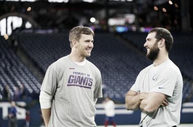 Plática entre los dos pasadores del partido // Foto: NFL Network