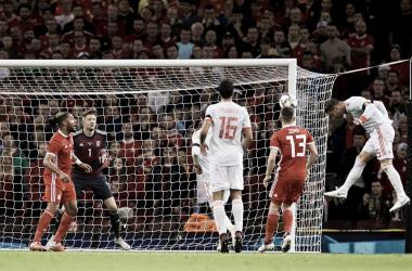 Sergio Ramos anotando el segundo tanto ante los dragones rojos | Fotografía: FA Wales