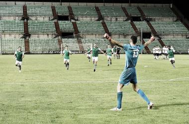 Jordi y sus compañeros celebran el triunfo del Cacereño tras los penaltis Foto: Federación Extremeña de Fútbol
