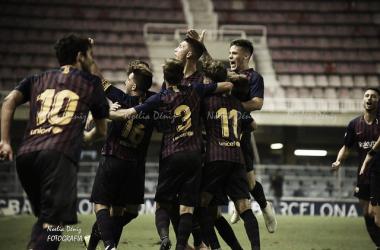 El Barça B celebrando el gol del empate frente al Villarreal CF B. Foto: Noelia Déniz, VAVEL