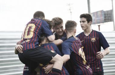 El FCB Cadete B celebrando un gol ante el AE Prat. Foto: Noelia Déniz, VAVEL