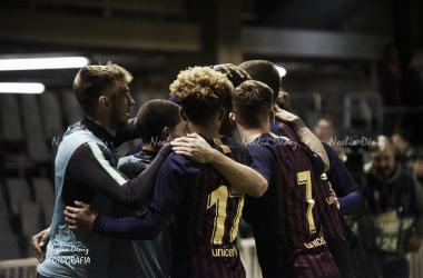 El Barça B celebrando el gol de Araujo sobre la bocina. Foto: Noelia Déniz, VAVEL