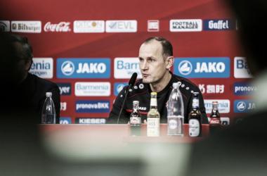 Técnico elogiou o poder ofensivo dos rivais (Foto: Divulgação/Bayer)