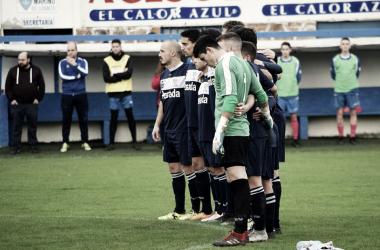 los jugadores del Marino, durante un minuto de silencio esta temporada: Foto, Adoración Sánchez Manzano,
