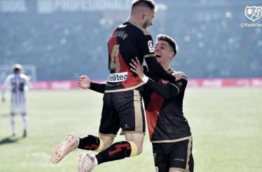 Medrán y Álex Moreno celebrando el gol ante el Valladolid   Fotografía: Rayo Vallecano S.A.D.