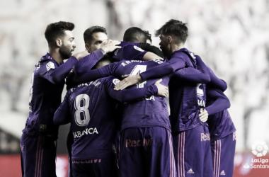 Fran junto a sus compañeros en la celebración de uno de los goles | Fotografía: Rayo Vallecano S.A.D.