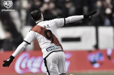 Raúl de Tomás celebrando uno de sus goles \ Fotografía: Rayo Vallecano S.A.D.