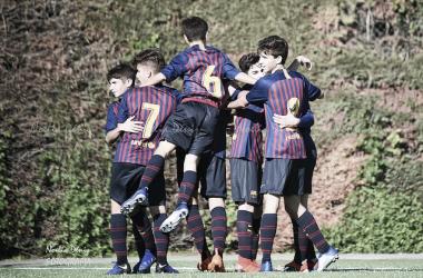 El FCB Cadete B celebrando un gol ante el Viladecans. Foto: Noelia Déniz, VAVEL