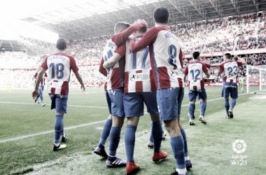 Los futbolistas del Sporting celebran un tanto | LaLiga 1|2|3