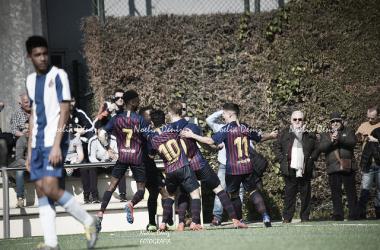 El FCB Cadete A celebrando el gol ante el RCD Espanyol. Foto: Noelia Déniz, VAVEL