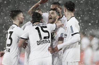 Bayer garantiu os três pontos em partida marcada por muita neve (Foto: Divulgação / Bayer Leverkusen)