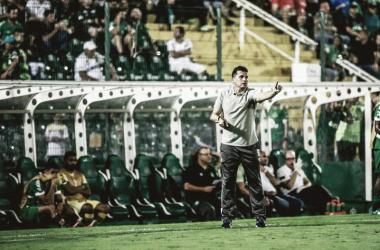 Claudinei elogiou o time após vitória contra o Criciúma (Foto:Márcio Cunha / ACF)