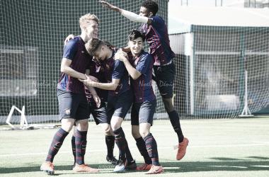 El FCB Cadete A celebrando el tanto de Arnau Sola. Foto: Noelia Déniz, VAVEL