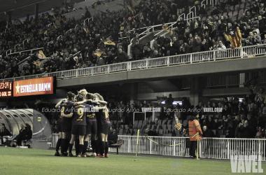 Las jugadoras del FC Barcelona celebran uno de los tres goles conseguidos. FOTO: Eduardo Ariño