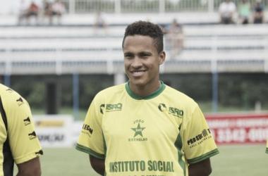 Soares já passou por Figueirense, Fluminense e Grêmio (Foto: Divulgação/Atacante Soares)