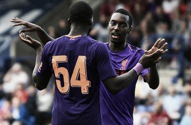Ojo y Camacho celebran el primer gol. | Imagen: www.liverpoolfc.com