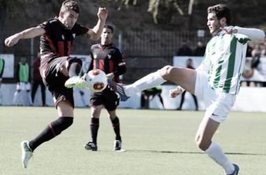 Imagen correspondiente a un encuentro de otra temporada entre ambos conjuntos | Foto: Córdopolis.es
