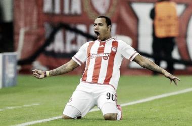 Felipe Pardo anotó gol en la victoria del Olympiacos
