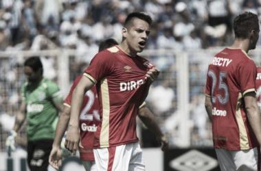 Carlos Auzqui hizo los dos goles del Pincha ante el Decano. Foto: La Capital mlp.
