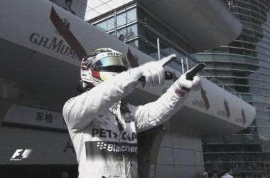 Em meio a confusões na corrida, Britânico vence na China pela 3ª vez em sua carreira (Foto: Divulgação/F1)