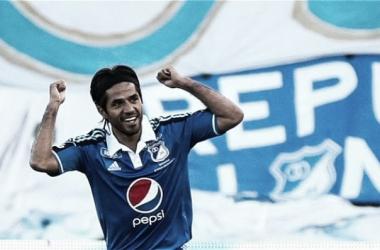 Fabián Vargas celebra su primer gol con la camiseta de Millonarios. FOTO: Futblred.